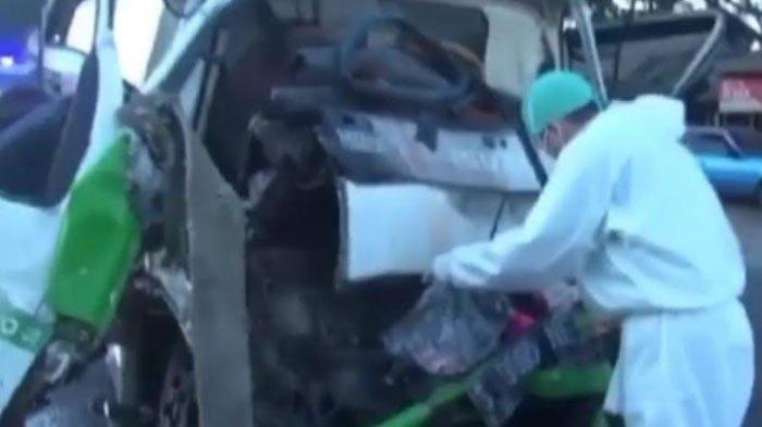 Sopir Tewas dalam Kecelakaan Truk Tangki Vs Truk Tronton di Jalur Poros Nasional Lamongan - Surabaya