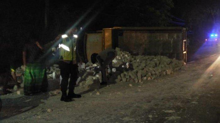 Tabrakan Dump Truk Vs Motor di Jalan Raya Sumenep - Pamekasan, Pengendara Motor Tewas di Puskesmas