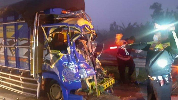 Kronologi Kecelakaan Truk Vs Truk Tronton di Tol Ngawi-Solo, 1 Orang Tewas