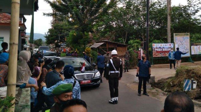 Suasana Kedatangan Presiden Jokowi di Kabupaten Malang, Warga: Gak Bisa Lihat dari Dekat