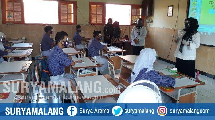 Disaksikan Wali Kota, SMPN 8 Kota Malang Lakukan Simulasi Protokol Kesehatan dan Tatap Muka