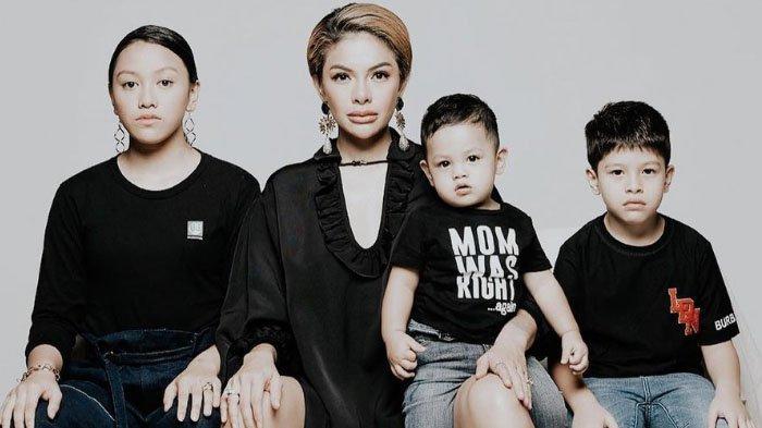 Kehidupan Asli Nikita Mirzani Saat di Rumah Jauh Dari yang Terlihat di TV, Ada Aturan Saat Urus Anak