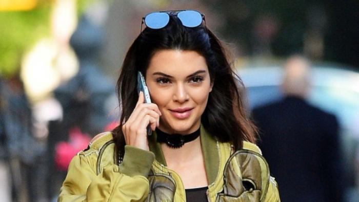 Untuk Kesekian Kalinya, Artis Kendall Jenner Tertangkap Kamera Sedang Pamer Payudara dan Puting