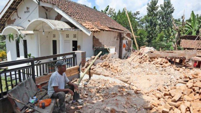 Warga Dampit Malang Teriak Berhamburan Rasakan Dampak Gempa di Blitar, 'Kami Hanya Bisa Pasrah'