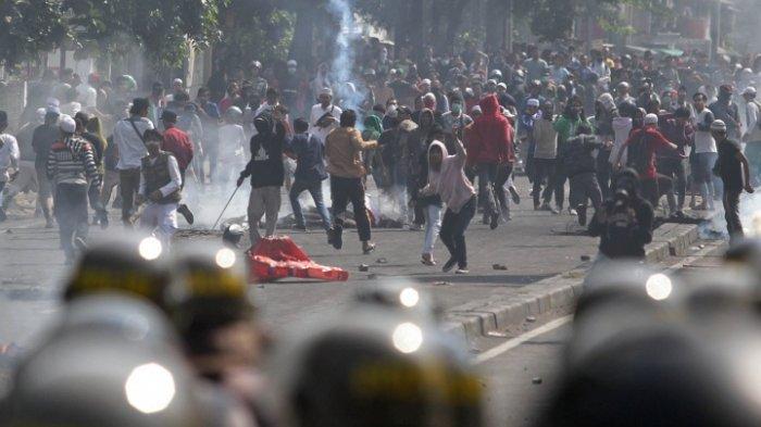 Provokator & Penyebar Hoax Kerusuhan 22 Mei Diciduk Polisi, Enaknya Mereka Diberi Hukuman Apa Guys?