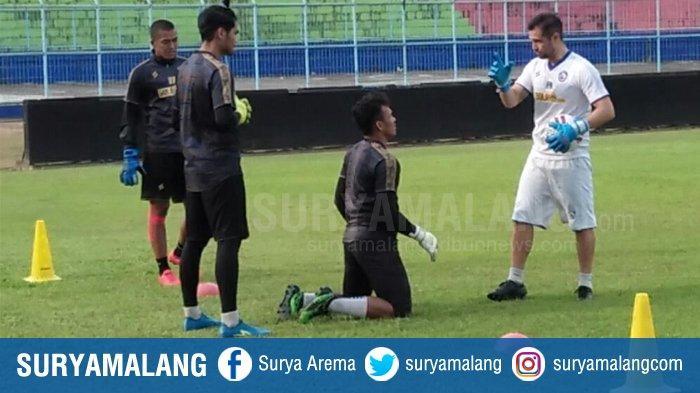 Felipe Americo Bicara Soal Kiper Arema FC, 4 Penjaga Gawang Tunjukkan Perkembangan Pesat