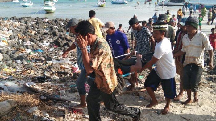GALERI FOTO - Suasana Nelayan Evakuasi Korban Kapal Terbakar saat Tim Basarnas Belum Tiba