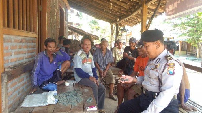 Cangkul Petani Hantam Guci, Ternyata Berisi 4 Kg Koin Kuno di Hutan Desa Ngadirejo, Kabupaten Madiun