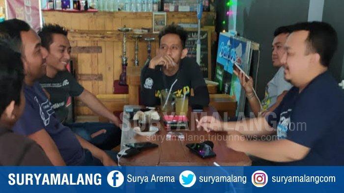 Dari Cinta Bola ke Aksi Sosial, Ikatan Fans Club Malang Bagikan Daging Kurban Ke Mahasiswa Rantau