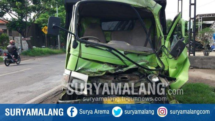 Dua Dump Truk Terlibat Kecelakaan di Gresik, Sang Sopir Luka Parah