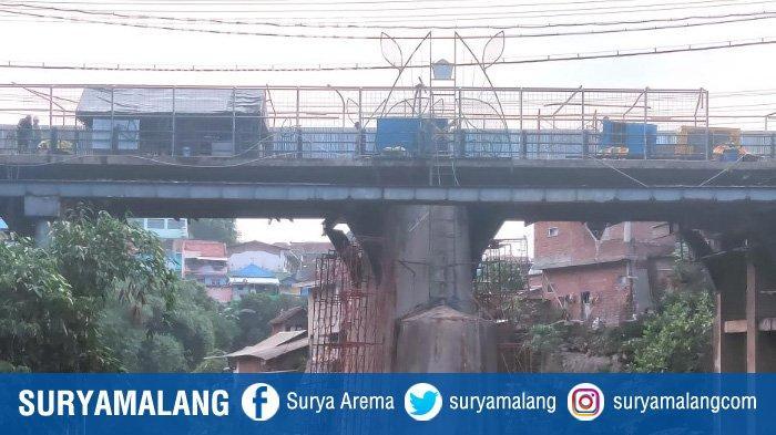 Faktor Cuaca Jadi Kendala Proses Perbaikan Konstruksi di Jembatan Muharto Kota Malang