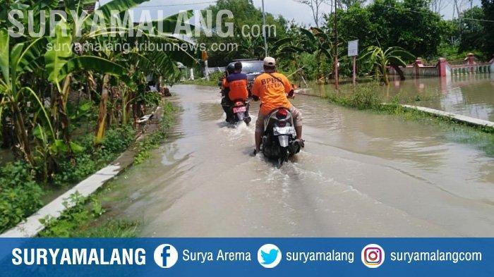Sungai Panewon Meluber Merendam Rumah dan Jalan Poros Desa di Sooko Mojokerto