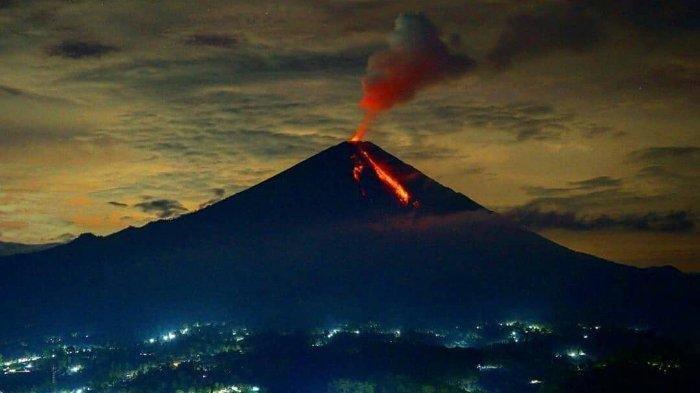 Gunung Semeru Luncurkan Guguran Lava Sejauh 2 KM di Lumajang