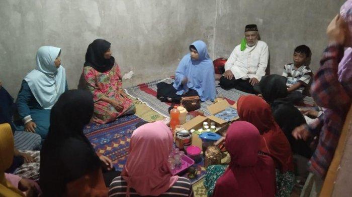 Keluarga Korban Kecelakaan Laut Pantai Batu Bengkung di Batu Harapkan Keajaiban Tuhan