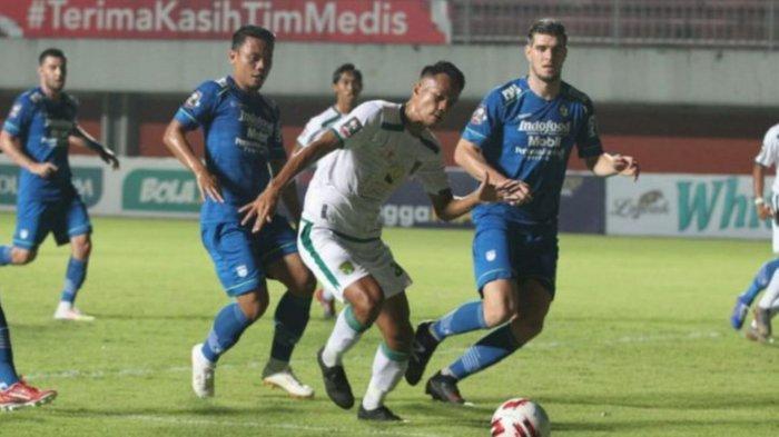 Laga Persib Bandung vs Persebaya Surabaya di perempat final Piala Menpora 2021 yang berlangsung di Stadion Maguwoharjo, Sleman, Minggu (11/4/2021) malam WIB.