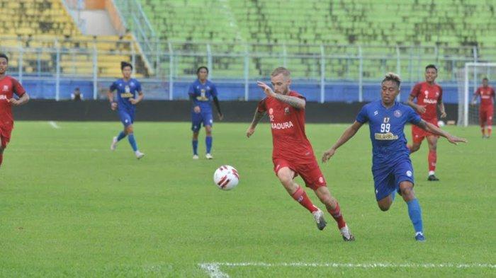 Laga uji coba Arema FC Vs Madura United, Senin (15/3/2021), di Stadion Kanjuruhan.
