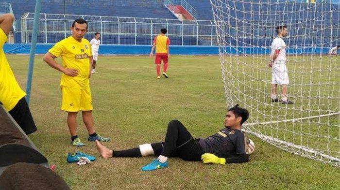Breaking News : Kiper Arema FC Kurniawan Kartika Ajie Cedera Serius, Harus Tinggalkan Liga 1 2020