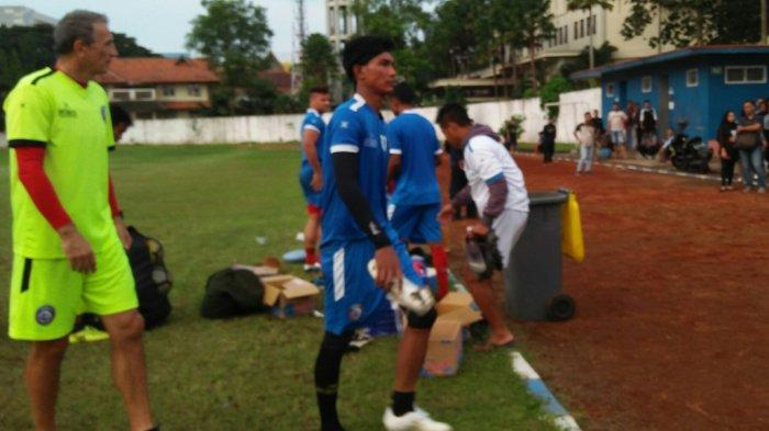 Alasan Arema FC Tak Mainkan Johan Farizi saat Lawan Barito Putera