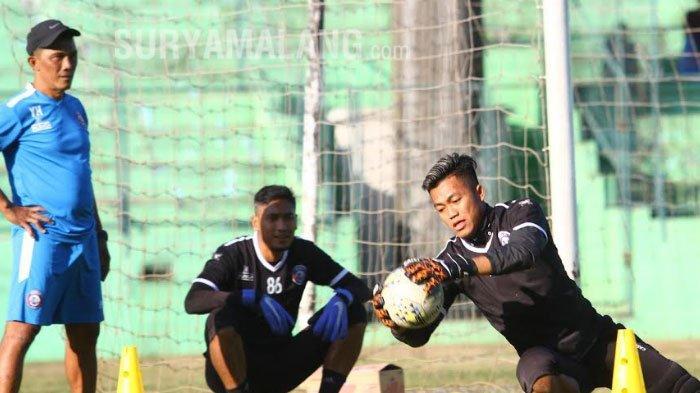 Nasib 2 Kiper Arema FC, Utam Rusdiana dan Sandi Firmansyah Ditentukan Hari Ini