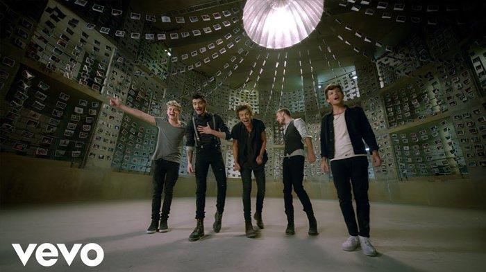 Lirik Lagu Story of My Life - One Direction Lengkap dengan Terjemahannya