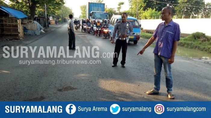 Pengendara Motor Tewas Terlindas Bus di Jalan Raya Desa Manyarejo, Gresik