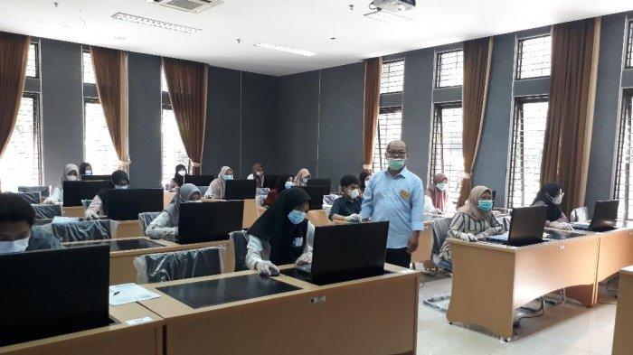 Satu Peserta Tunarungu Mengikuti UTBK SBMPTN di Fisip Universitas Brawijaya (UB) Malang