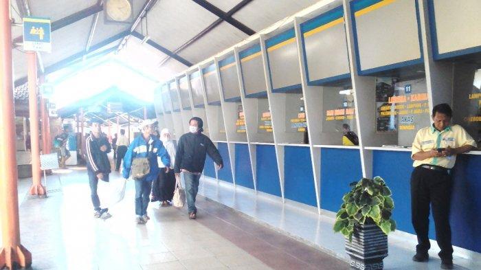 Banyak Penumpang Beli Tiket Bus Melalui Online, Loket Tiket Di Terminal Purabaya Sidoarjo Sepi