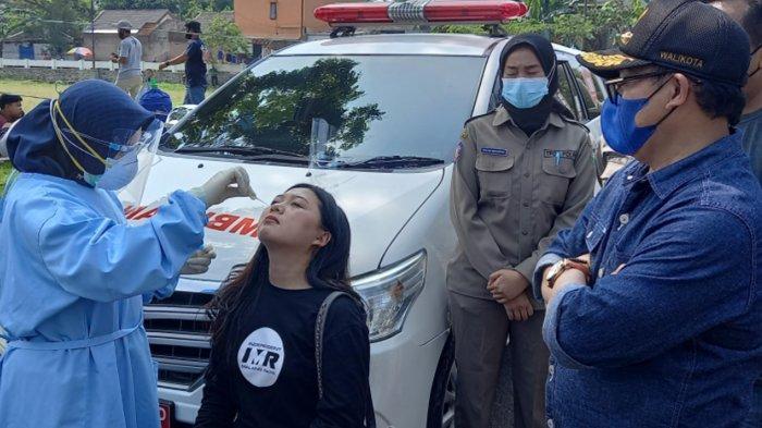 Satpol PP Awasi Penerapan Protokol Kesehatan di Lomba Burung Wali Kota Malang Cup