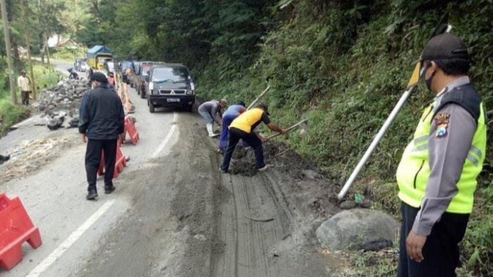 Longsor di Pujon, Mobil dan Truk Tak Bisa Lewat Jalur Kediri-Malang
