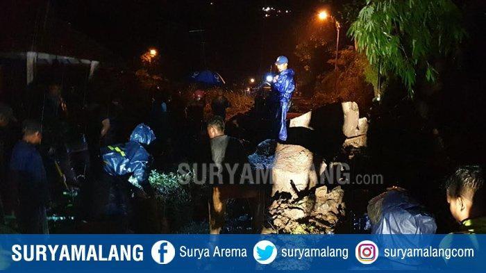 Evakuasi Material Longsoran Tebing di Pacet Mojokerto, Alat Berat Berat Didatangkan Untuk
