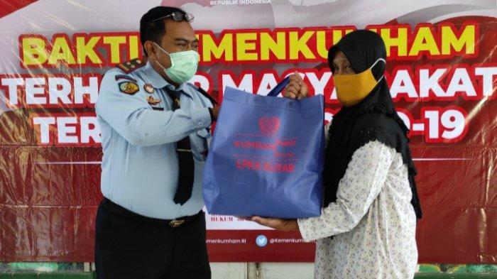 LPKA Blitar Beri Bantuan Paket Sembako ke Warga Terdampak Covid-19