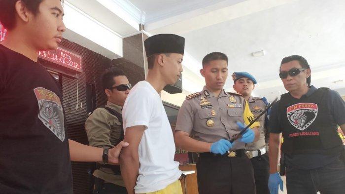 Pengetuk Pintu Langsung Sabetkan Senjata, Dua Orang Bersimbah Darah di Klakah, Lumajang