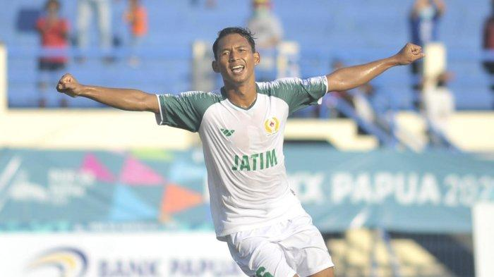 M Krisna pencetak gol Jatim Vs Jabar di laga sepak bola PON XX Papua.