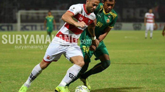 Hasil Skor Madura United Vs Sriwijaya FC di Babak Pertama Adalah 3-0
