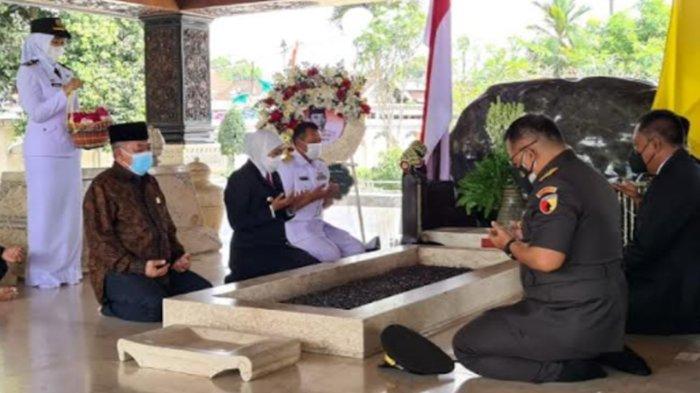 Gubernur Khofifah Minta Daerah Lain di Jatim Ikuti Pelaksanaan PPKM Level 1 di Kota Blitar