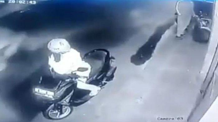 Video Viral di Kediri, Maling Tukar Motor Mogok dengan Motor Bagus