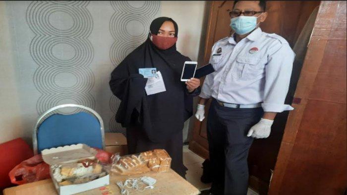 Mama Muda Selundupkan Barang Terlarang ke Lapas Mojokerto, Polos Selipkan HP di Kotak Makanan