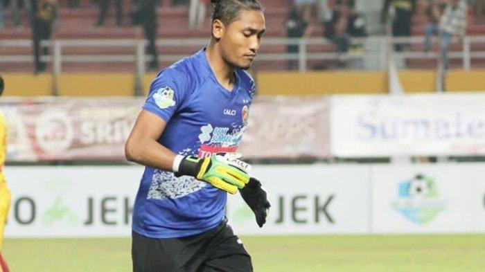Arema FC Resmi Tak Perpanjang Kontrak Kiper Sandi Firmansyah