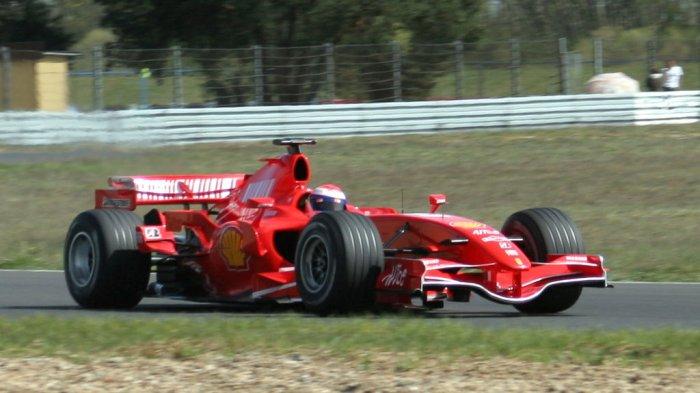Naik Mobil, Mahasiswa Indonesia ini Kaget, Penumpangnya Ternyata Pembalap F1 Ferrari