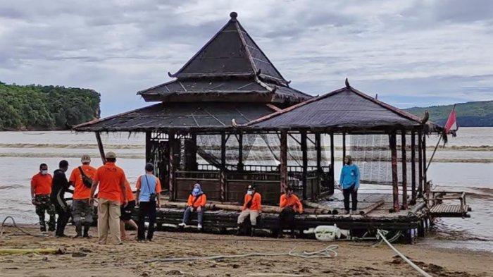 Terombang-ambing Berjam-Jam di Laut, BPBD Pacitan Sebut Kondisi Masjid Apung Secara Umum Masih Utuh
