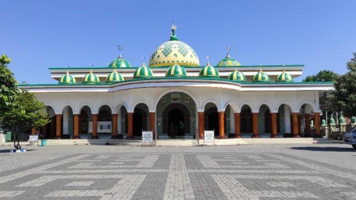 Imam dan Khatib Salat Idul Fitri di Masjid Jami Raden Mas Adipati Arya (RMMA) Tjokronegoro, Ponorogo