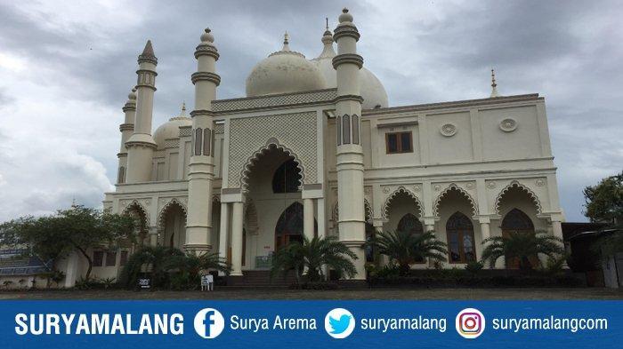 Masjid Salman Al Farisi di Kecamatan Dau, Kabupaten Malang, yang disebut mirip Tajmahal di India.