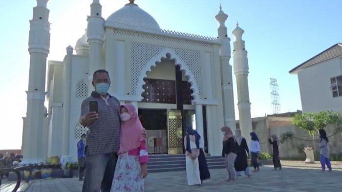 Libur Lebaran 2021, Masjid 'Taj Mahal' Gresik Ramai Dikunjungi Warga