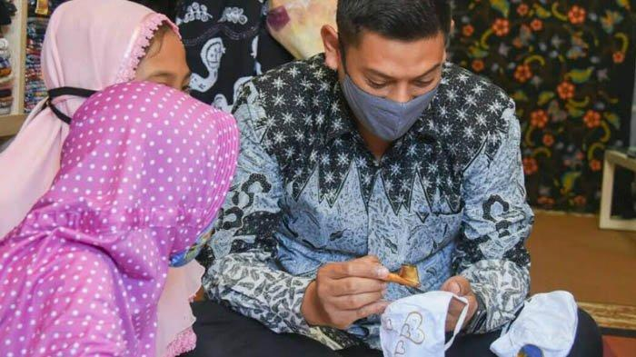Dari Masker Kain Tenun, Pemkot Kediri Bangkitkan Perekonomian Masyarakat di Masa Pandemi