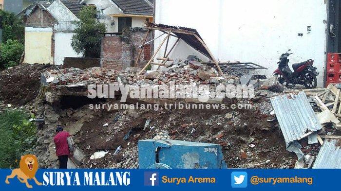 Material Longsor di Jalan Bendungan Sigura-Gura Kota Malang Belum Tersentuh, Warga Sambat