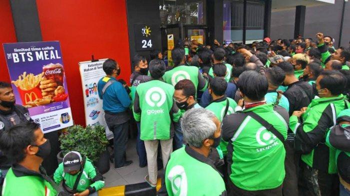 Foto-Foto Antrean BTS Meal McDonald's di Malang dan Video Penutupan McD di Kediri