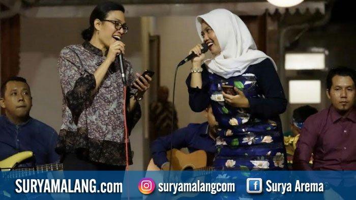 Menkeu Sri Mulyani ke Banyuwangi, Bergaya Menyanyikan Endless Love