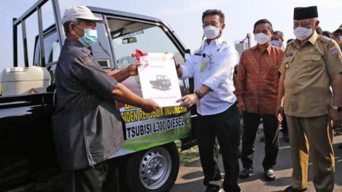 Berikan Bantuan Alat, Menteri Pertanian Syahrul Yasin Limpo Serukan Petani Tingkatkan Produktivitas