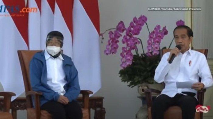 Menteri Sosial, Tri Rismaharini, bersama Presiden Jokowi.