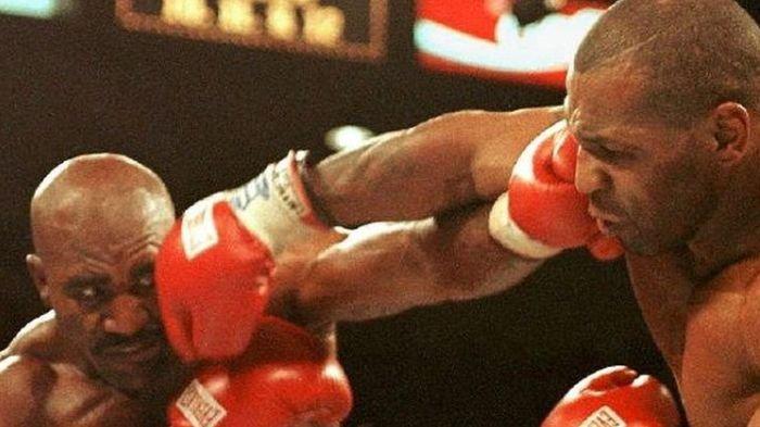 Kisah di Balik Mike Tyson Gigit Telinga Holyfield pada 23 Tahun Silam, Ini Nasib Potongan Telinga